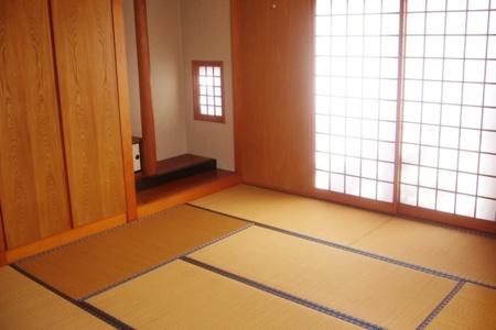 落ち着いた雰囲気の和室(8畳)/ティーラ宜野座