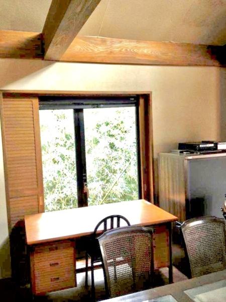 自然を感じながらの読書スペース/The Guest House 東の窓