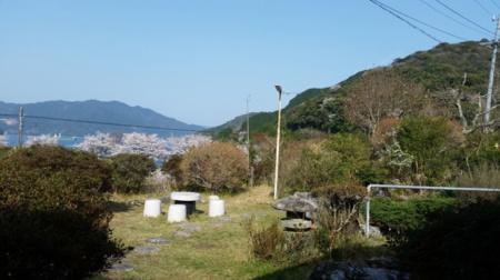 貸し別の前庭(庭園灯有り)/熊野古道 曽根の貸別荘 OOKAWA