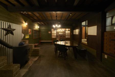15畳の土間には、薪ストーブも完備!!/コテージ・フラミンゴ 古民家棟
