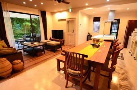 21畳のリビング、隣に7畳の和室で広々/富士の住み家 りぶらん