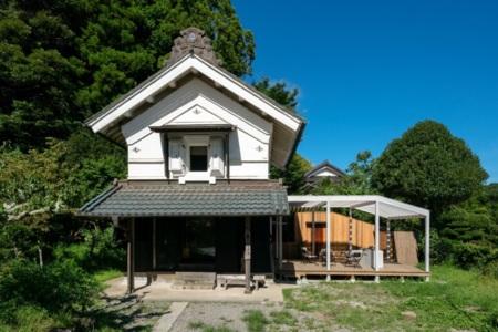 重厚感のある蔵の外観/一棟貸し&体験型古民家 まるがやつ 蔵 - KURA