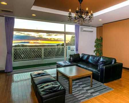 丘の上にあり重厚感のある高級貸別荘です/デュエットリゾート館山 ロータス